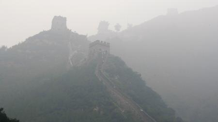 Tourists walk along the Great Wall on a hazy day in Juyongguan, as the opening day of the Beijing 2008 Olympic Games approaches, August 4, 2008. REUTERS/Stefano Rellandini