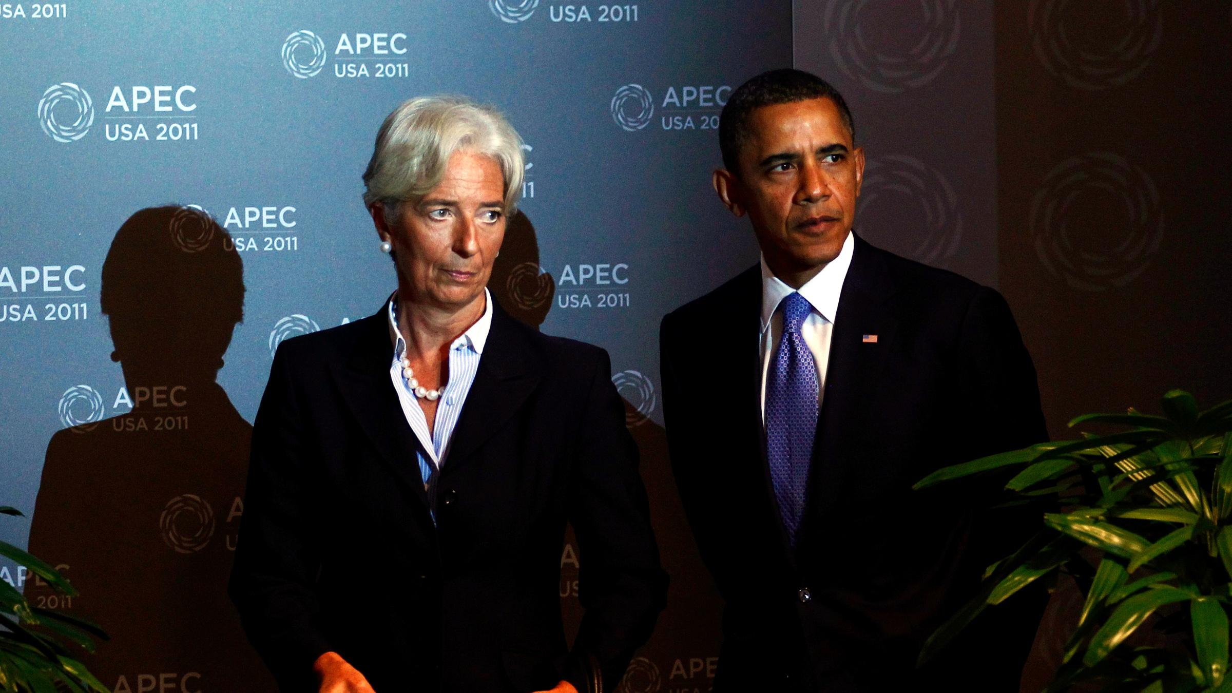 International Monetary Fund (IMF) Director Christine Lagarde (L) and U.S. President Barack Obama arrive for the first plenary meeting at the APEC Summit in Honolulu, Hawaii November 13, 2011.