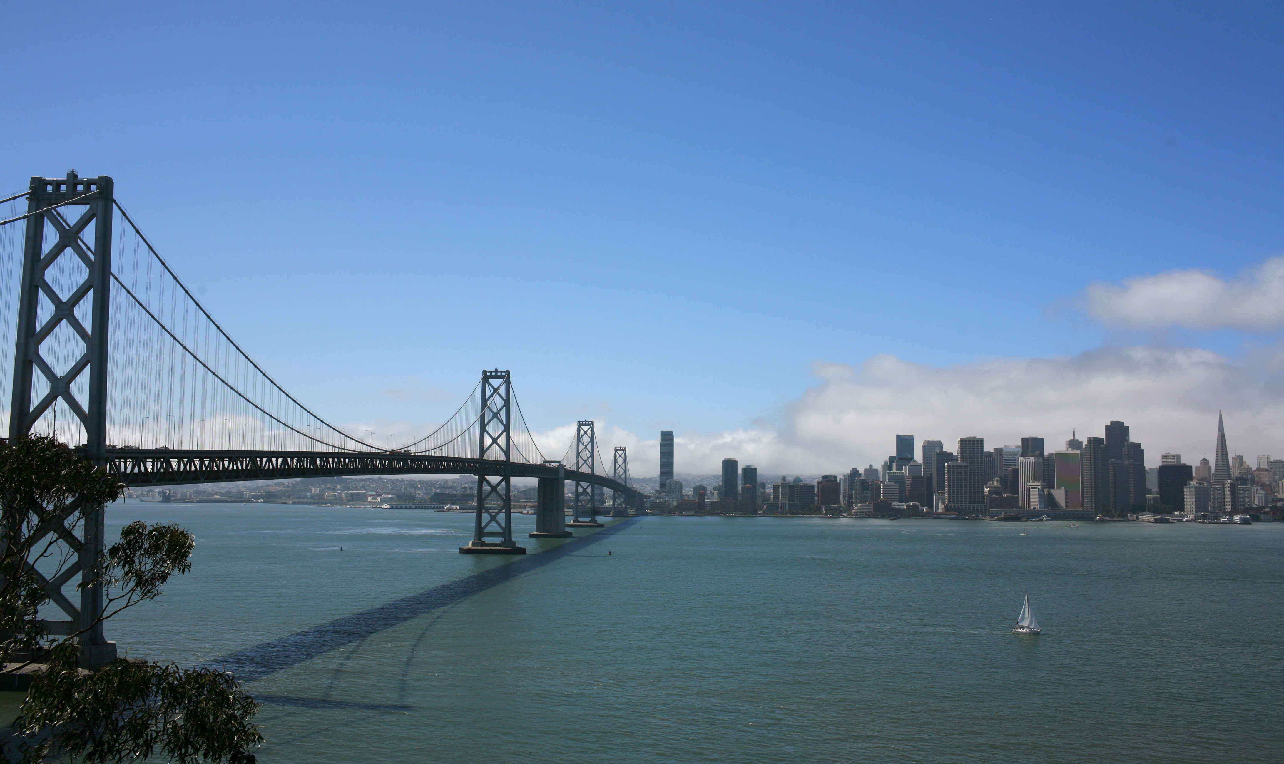 The Bay Bridge, temporarily closed to vehicular traffic, is shown in San Francisco, California September 4, 2009.  The span, undergoing a seismic retrofit, will be closed for four days over the Labor Day weekend when crews will cut out a 300-foot-long, 3,300 ton double-deck section of the bridge to make room for a 3,600 ton connector that will tie in the bridge to a detour. REUTERS/Robert Galbraith  (UNITED STATES SPORT SOCCER SOCIETY BUSINESS) - RTR27GCC