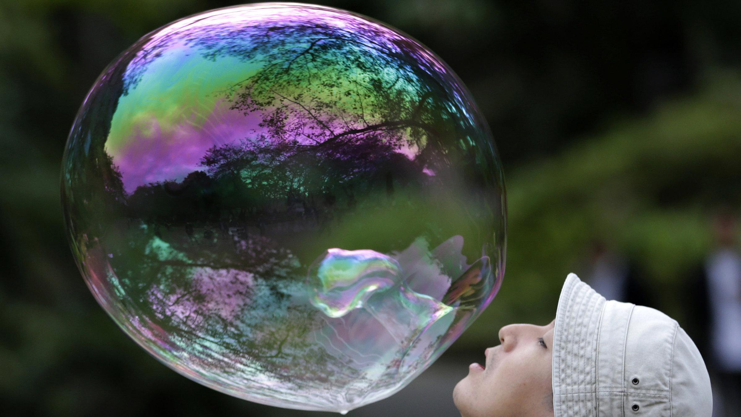 Bubbles valuations tech