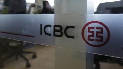 """An employee speaks on the phone in the headquarters of Industrial and Commercial Bank of China Ltd (ICBC) in Beijing, October 15, 2013. China's top lender will help bail out investors in a troubled high-yield investment scheme, local media said on January 24, 2014, in a move that risks reinforcing the view among Chinese savers they are effectively insured against poor investment decisions. ICBC, which sold the """"Credit Equals Gold #1"""" investment scheme on behalf of a shadow-banking outfit, has qualified its earlier position that it would not bear the """"main responsibility"""" for repaying investors. Picture taken October 15, 2013. REUTERS/Jason Lee/Files"""