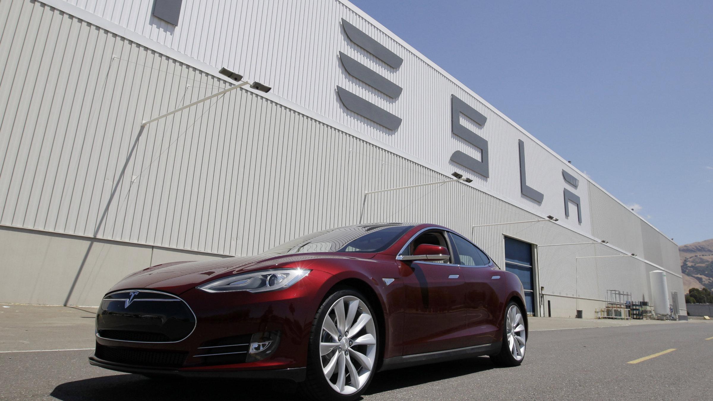 Tesla plant car