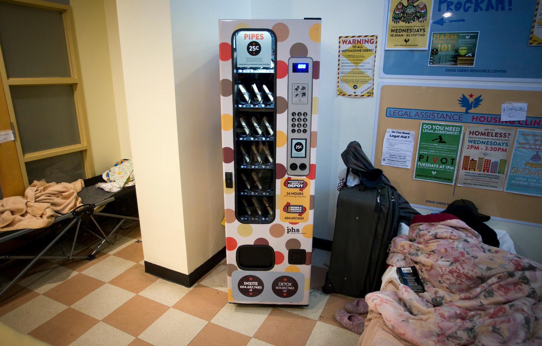 Crack pipe vending machine 3