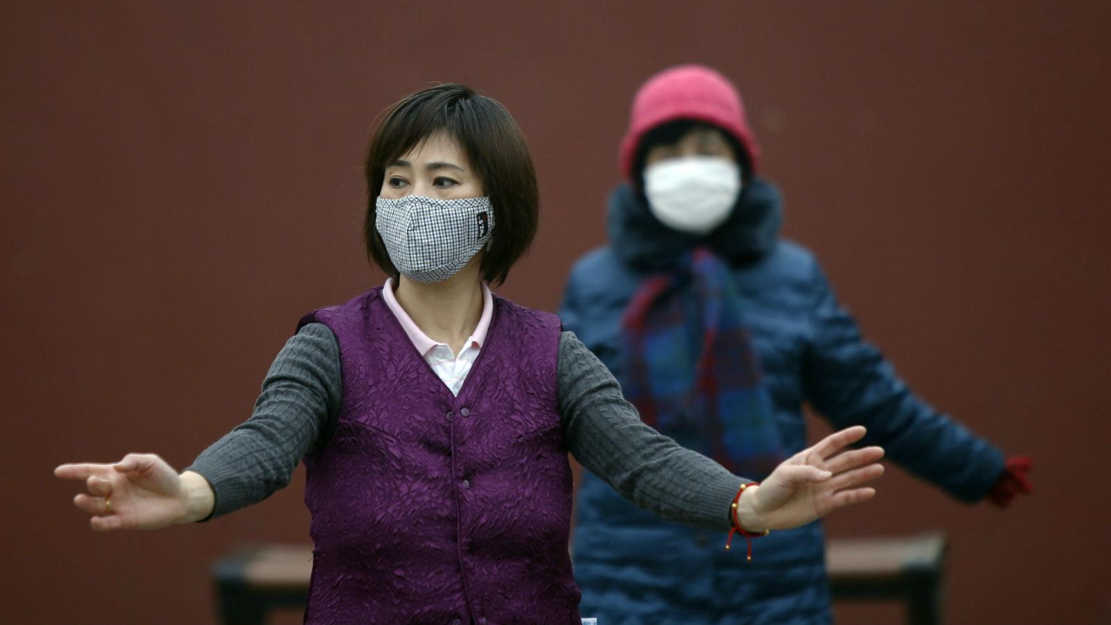 Chinese urbanites are spending millions on anti-pollution masks—and most of  them don't do anything
