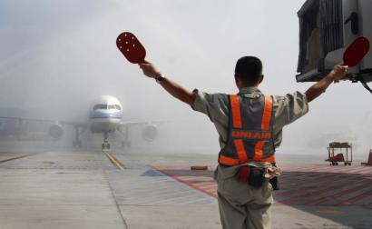 A plane carrying the first wave of mainland China tourists from the coastal city of Xiamen is sprayed with water from fire trucks in a salute as it lands at the Taipei Airport Friday, July 4, 2008, in Taipei, Taiwan. More than 200 mainland Chinese tourists arrived in Taiwan on Friday on the first regular commercial flight in nearly six decades, a historic move aimed at further easing tensions between the old foes. (AP Photo/Chiang Ying-ying