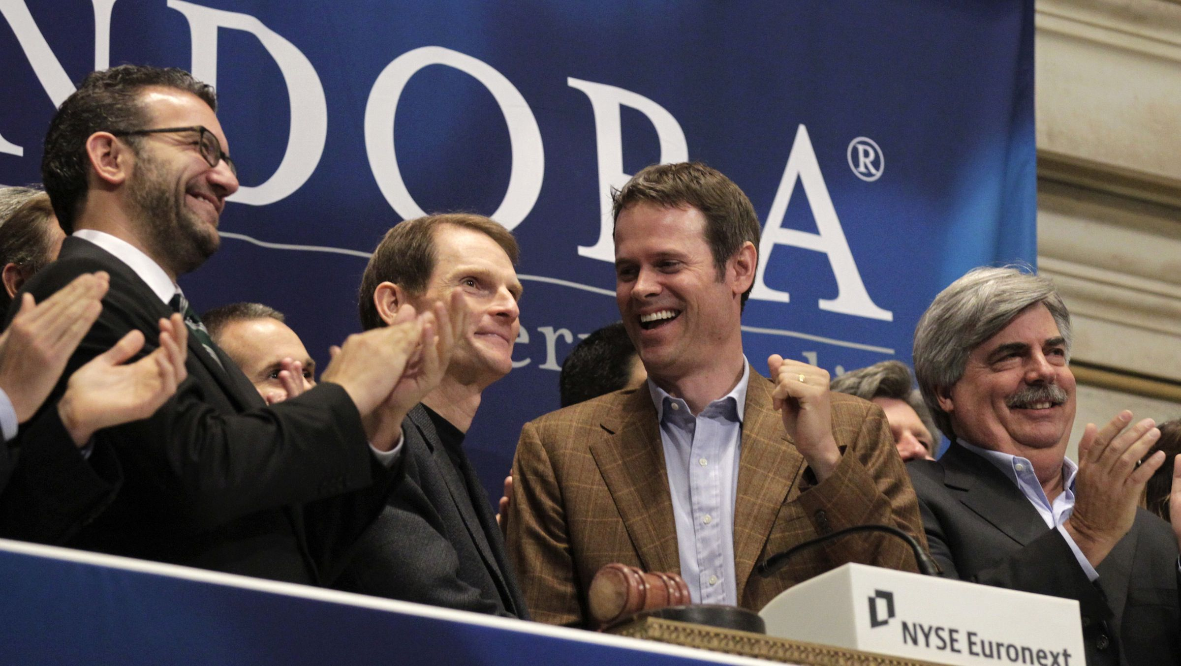 Joe Kennedy (2nd L), president and CEO, and Tim Westergren (2nd R), founder and Chief Strategy Officer of Pandora internet radio, ring the opening bell at the New York Stock Exchange June 15, 2011.  REUTERS/Brendan McDermid (UNITED STATES - Tags: BUSINESS SCI TECH) - RTR2NOZJ