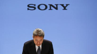 Sony Corp President and Chief Executive Officer Kazuo Hirai bows during a news conference at the company's headquarters in Tokyo February 6, 2014.
