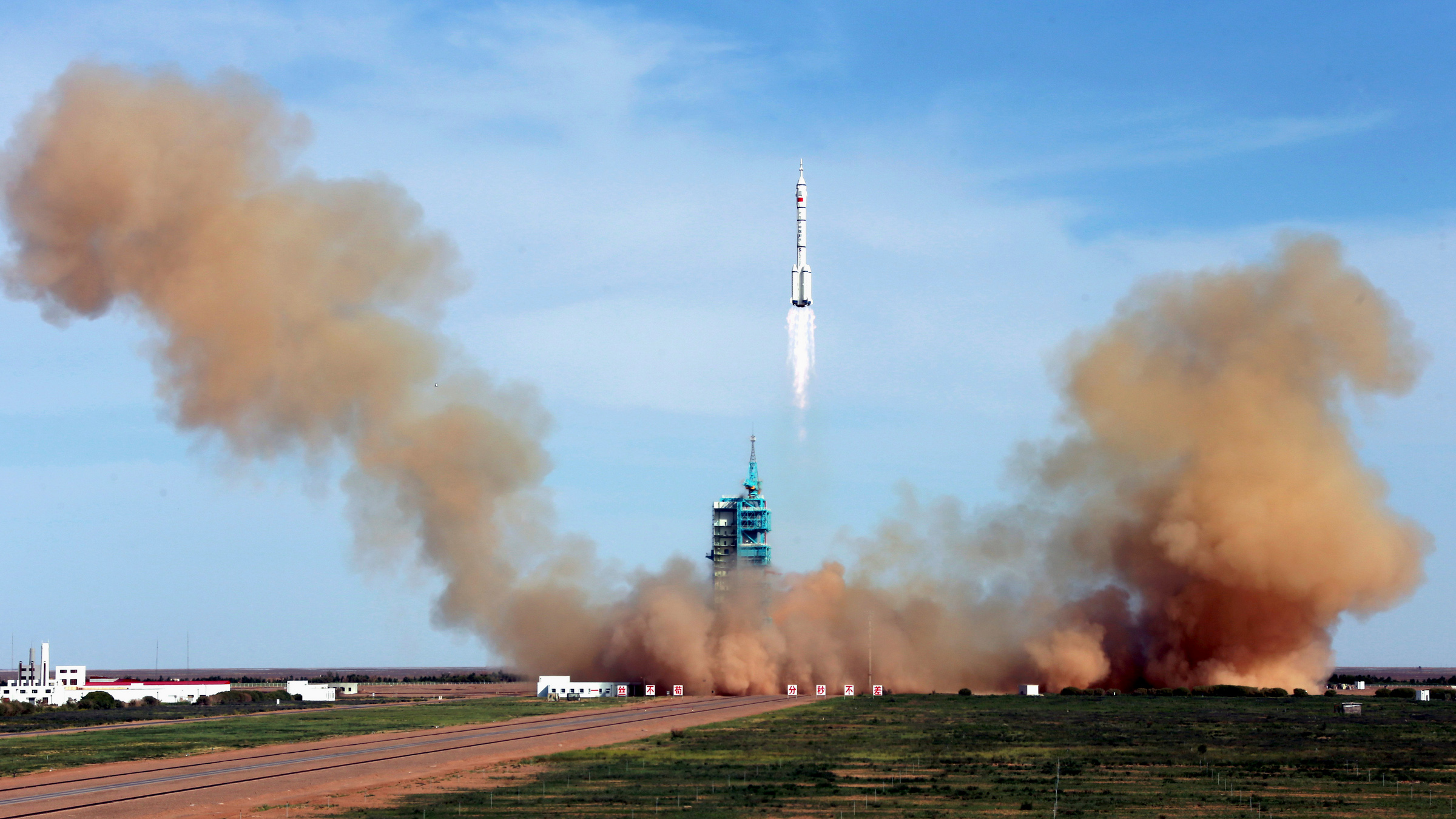 The Long March 2-F rocket loaded with Shenzhou-10 manned spacecraft carrying Chinese astronauts Nie Haisheng, Zhang Xiaoguang and Wang Yaping lifts off from the launch pad in the Jiuquan Satellite Launch Center, Gansu province June 11, 2013. A Chinese manned spacecraft blasted off with three astronauts on board on Tuesday on a 15-day mission to an experimental space lab in the latest step towards the development of a space station.