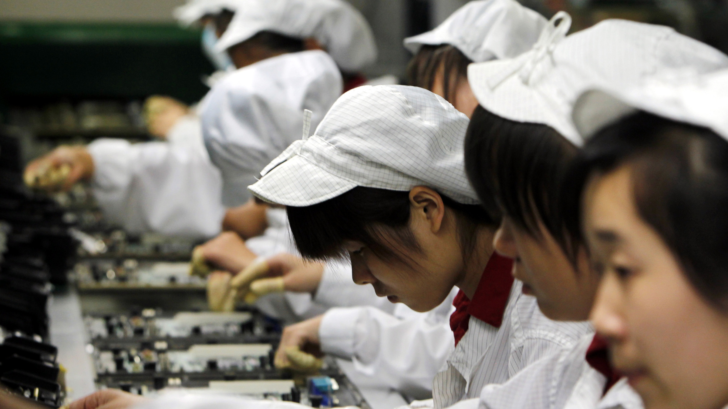 Staffs works on the production line at the Foxconn complex in the southern Chinese city of Shenzhen, Southern city in China, Wednesday, May 26, 2010. The head of the giant electronics company whose main facility in China has been battered by a string of worker suicides opened the plant's gates to scores of reporters Wednesday, hours after saying that intense media attention could make the situation worse.  ()