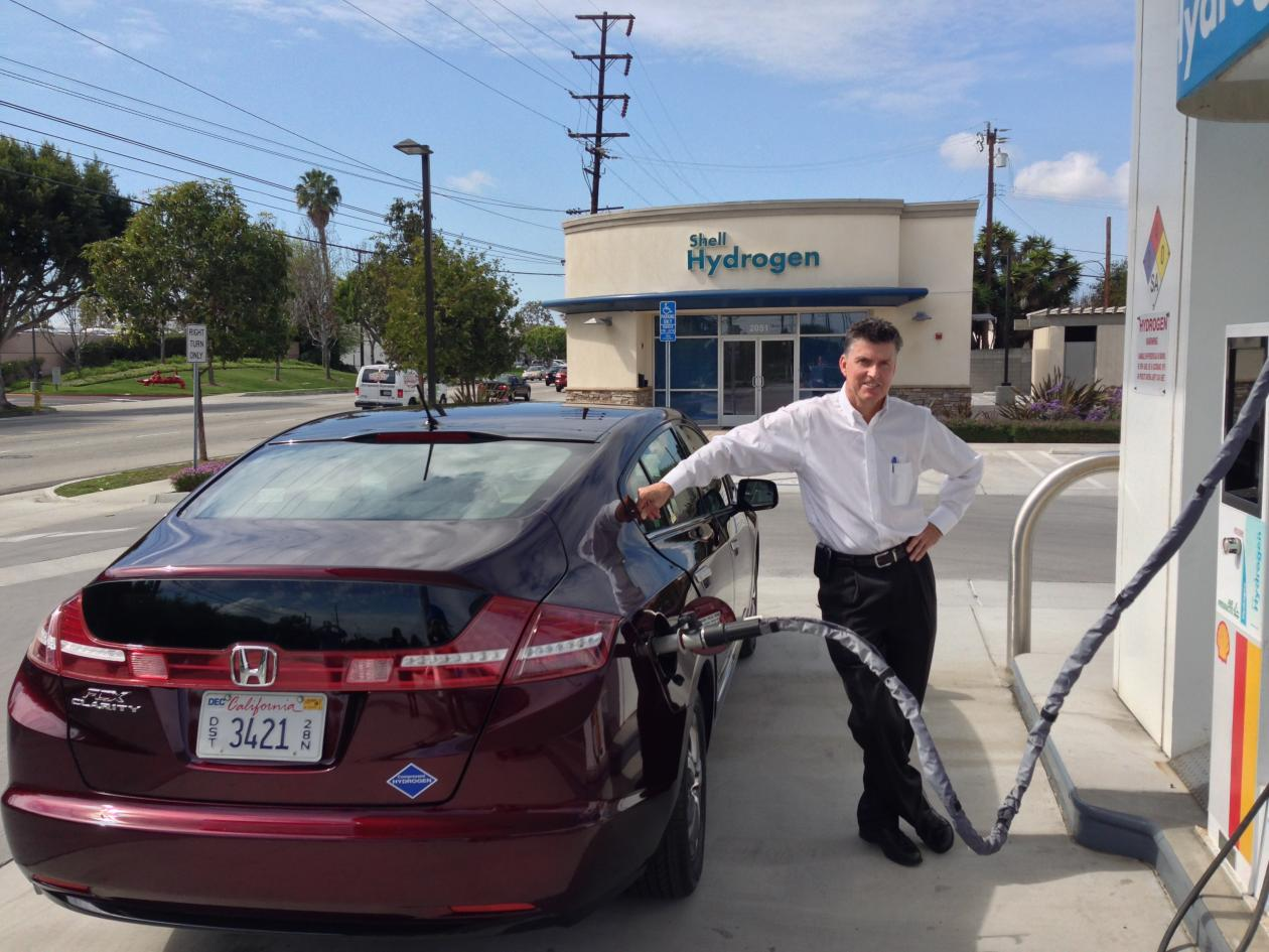 Why Hydrogen Powered Cars Will Drive Elon Musk Crazy Quartz Willys Turn Signal Wiring Diagram Filler Up Hondas Steve Ellis With The Fcx Clarity At A Gas Station Photo Todd Woody