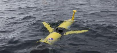 A Rutgers/Webb-SLOCUM glider being released by scientists near Antarctica // Jason Orfanon via MBL.edu