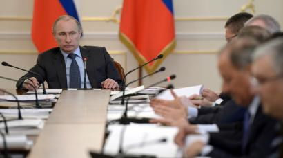 Russia's President Vladimir Putin (L) chairs a meeting with the supervisory council of the Agency for Strategic Initiatives at the Novo-Ogaryovo state residence outside Moscow, April 8, 2014. Putin on Tuesday called for swift action to improve Russia's business climate, suggesting concern that flagging investment and growing capital that will hurt an already weakened economy.