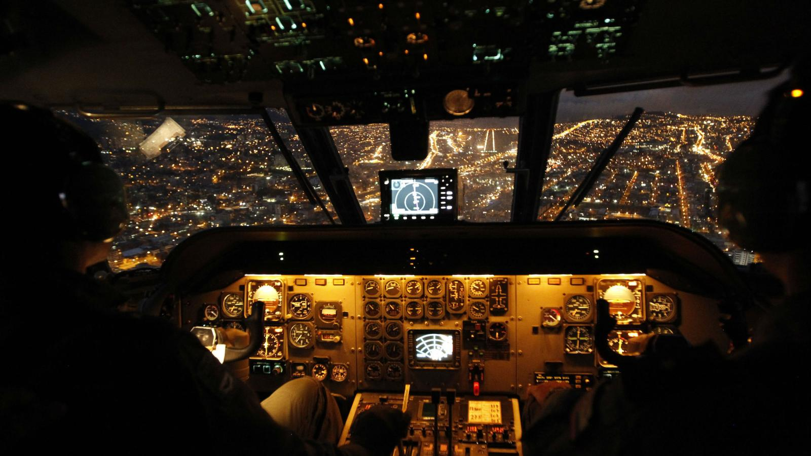 China Is Trying To Scoop Up The Worlds Airline Pilots To
