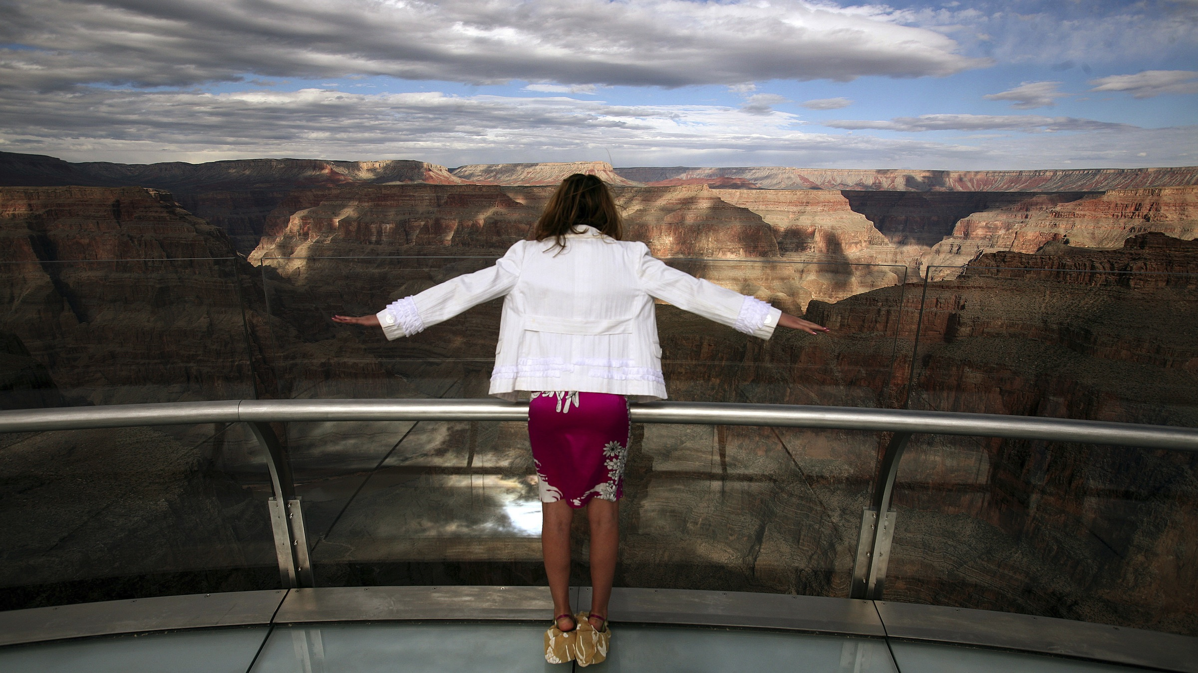 tourist overlooking canyon
