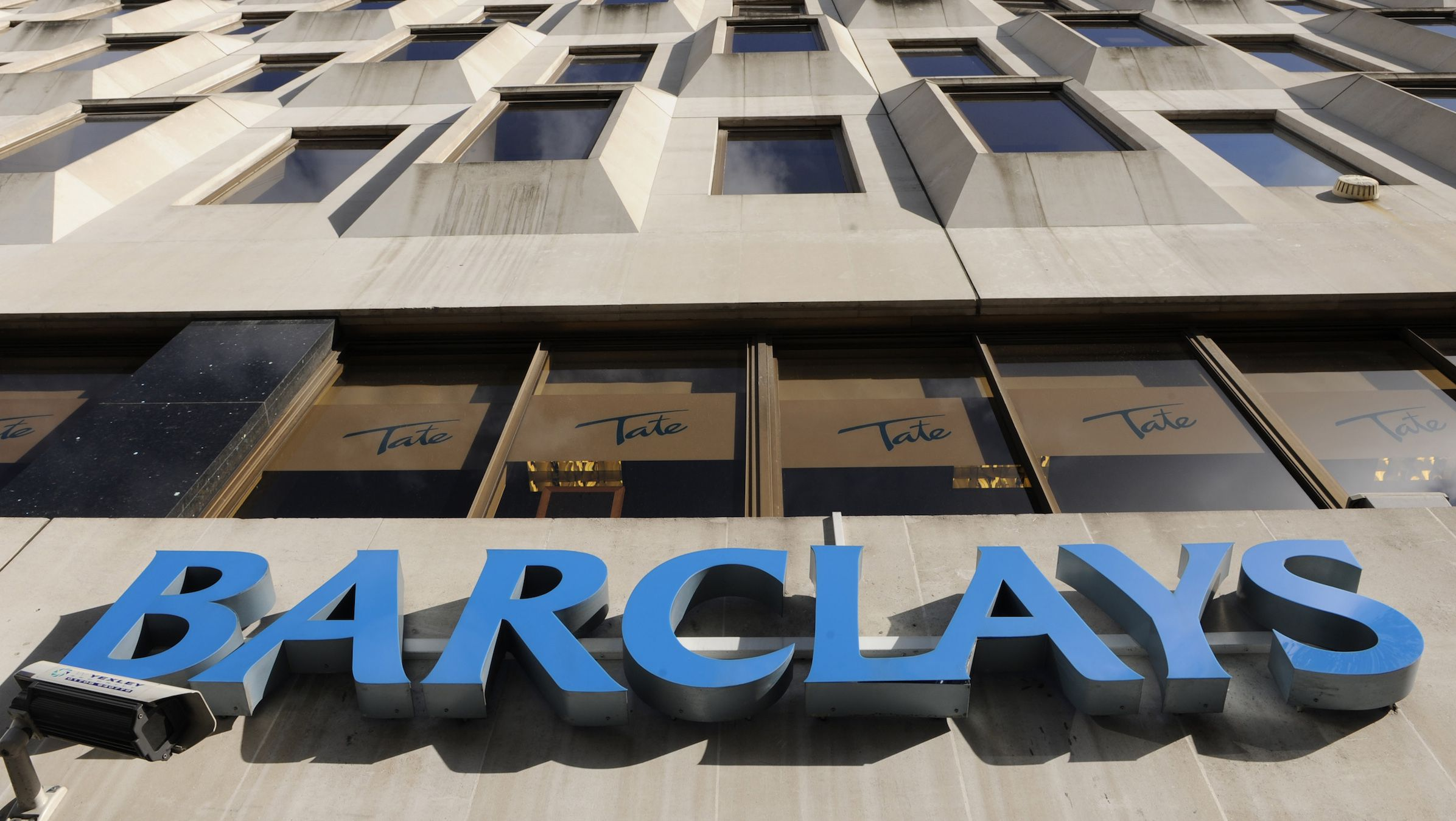 """A  Barclays Bank logo is seen on the outside of a branch, in central London in this October 31, 2008 file photograph. Britain's Barclays said on January 16, 2009 it knew of no justification for the big fall in its share price and it expects next month to report pretax profit for the year """"well ahead"""" of analysts' estimates.  REUTERS/Toby Melville/Files   (BRITAIN) - RTR23H6L"""
