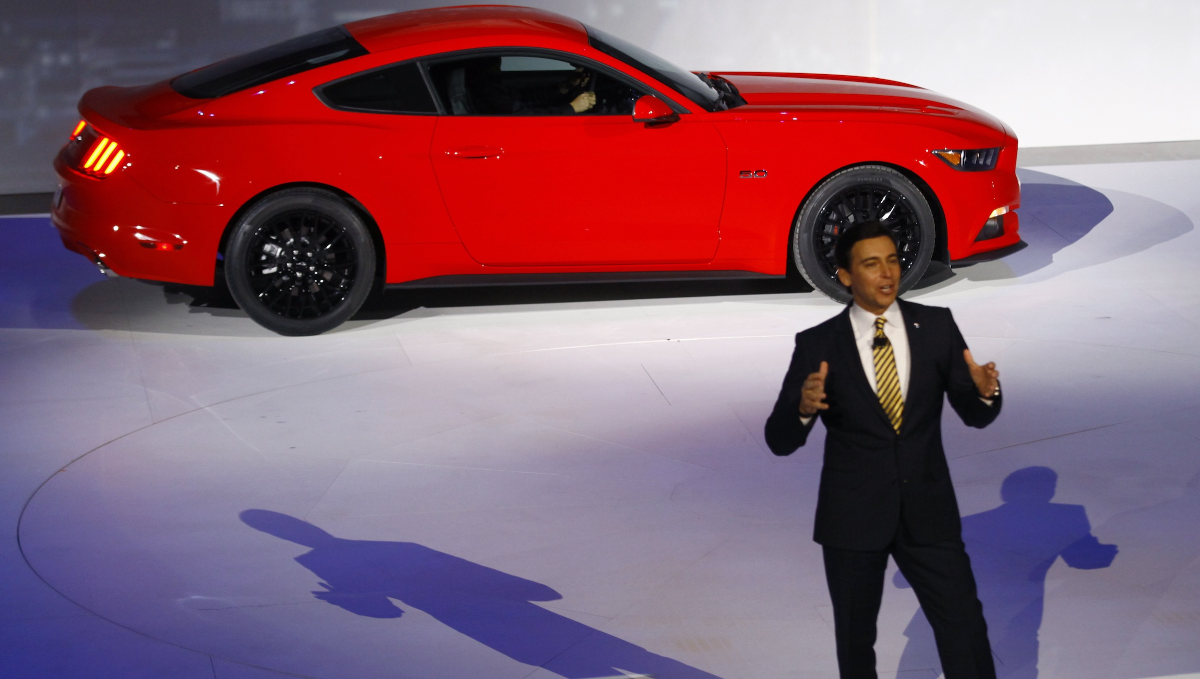 Mark Fields, Ford Chief Operating Officer, speaks near a Ford Mustang during the press preview day of the North American International Auto Show in Detroit, Michigan January 13, 2014.   REUTERS/Joshua Lott (UNITED STATES  - Tags: TRANSPORT BUSINESS)   - RTX17CGY