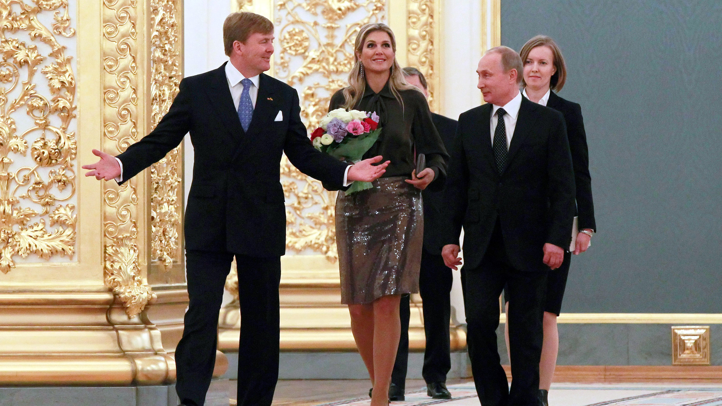 """Netherlands' King Willem-Alexander (L) and Queen Maxima (C) meet Russian President Vladimir Putin in Moscow November 8, 2013. Russia criticised the Netherlands before talks with the Dutch king on Friday, accusing it of """"inaction"""" in not preventing a Greenpeace protest at a Russian Arctic oil rig in which 30 people were arrested."""