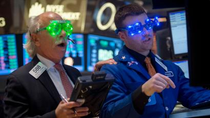 raders at the closing bell on the floor of the New York Stock Exchange on New Year's Eve