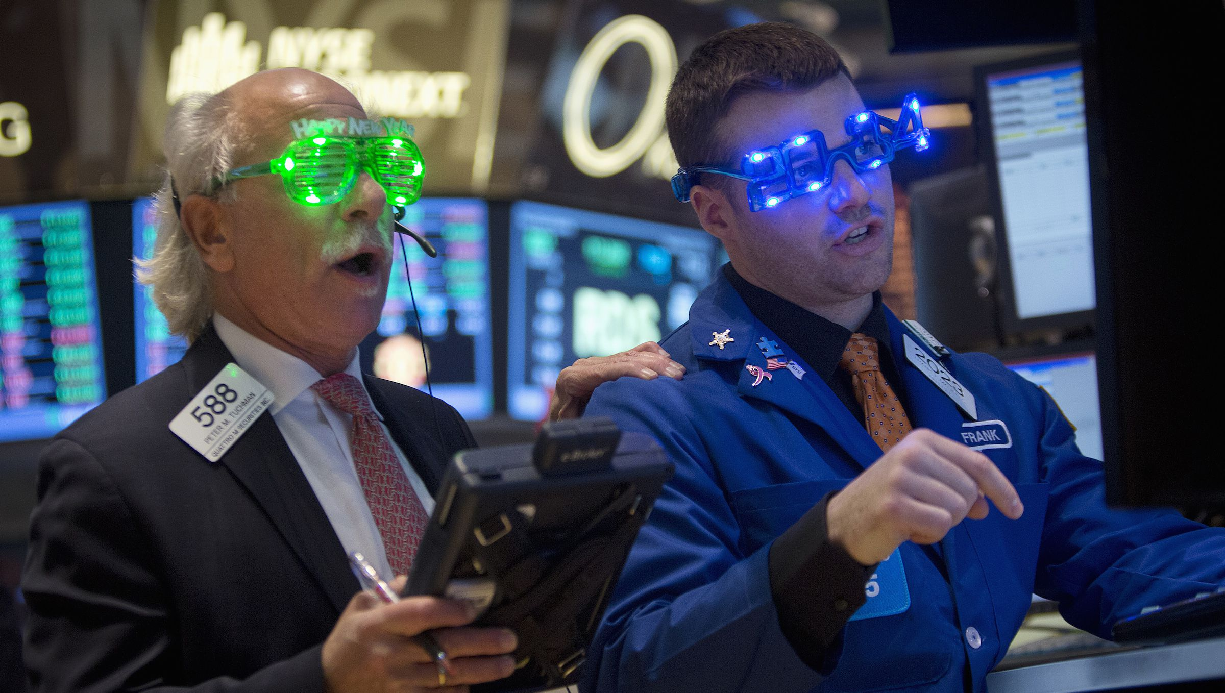 Traders, wearing novelty 2014 glasses, trade at the closing bell on the floor of the New York Stock Exchange on New Year's Eve in New York, December 31, 2013.        REUTERS/Carlo Allegri (UNITED STATES - Tags: BUSINESS) - RTX16YBZ