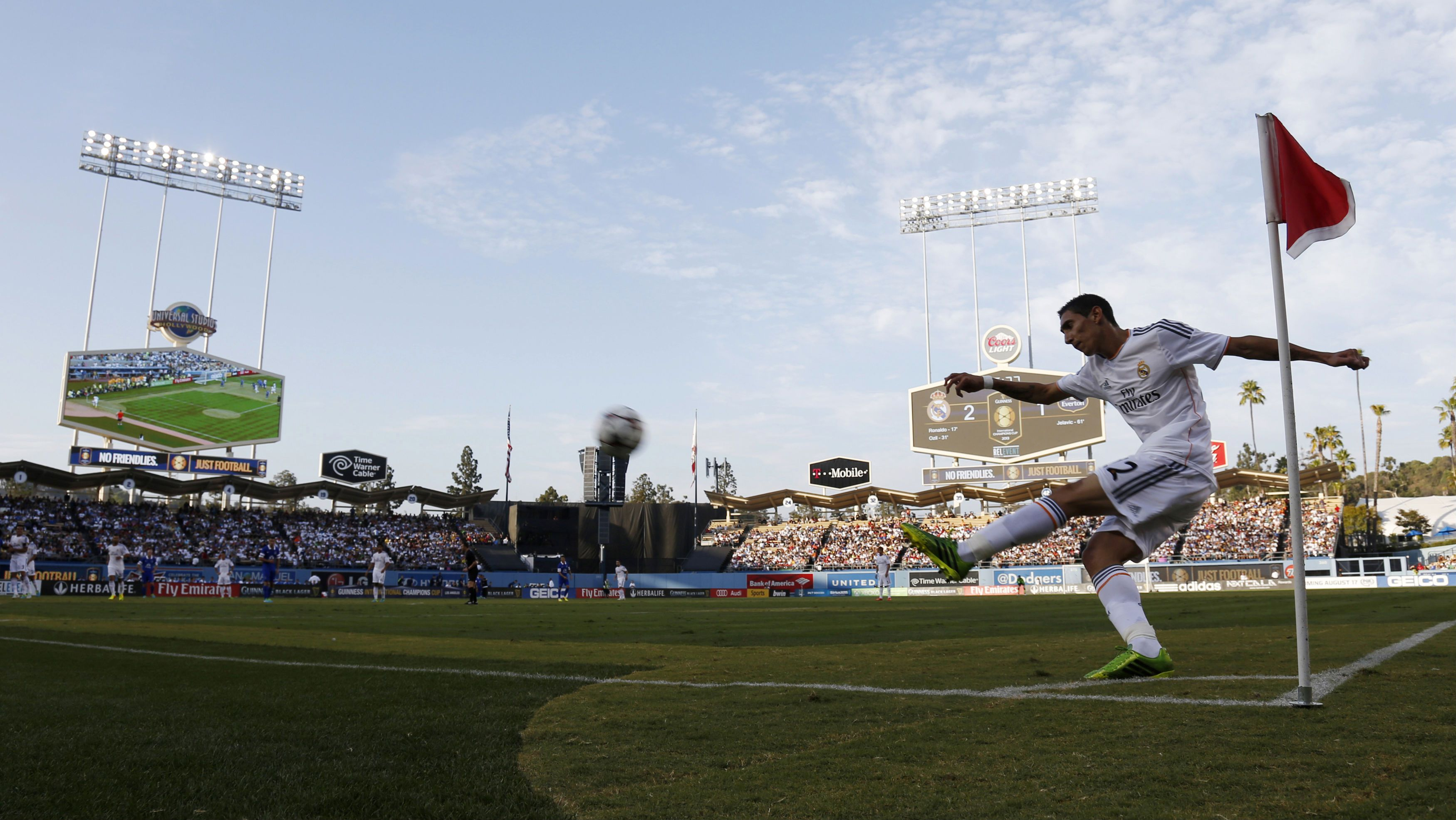 Angel Di Maria of Real Madrid takes a corner kick against Everton during their Guinness International Champions Cup soccer match at Dodger Stadium in Los Angeles, August 3, 2013. REUTERS/Danny Molosho