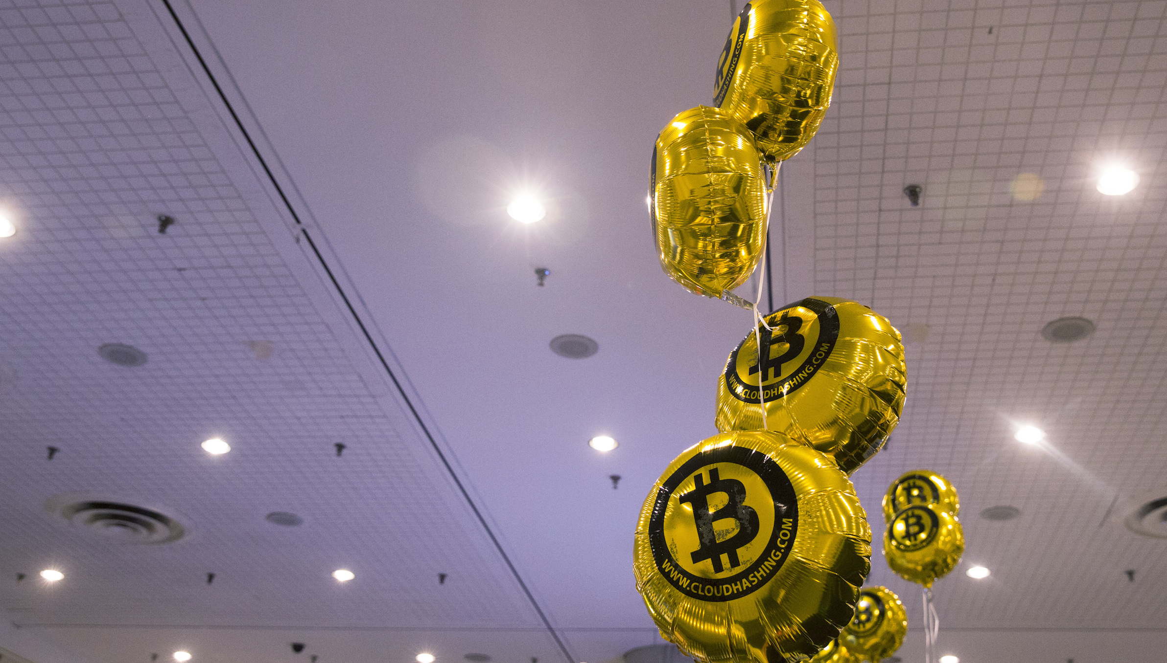 """Bitcoin themed balloons float in the air during the """"Inside Bitcoins: The Future of Virtual Currency Conference"""" in New York April 8, 2014. REUTERS/Lucas Jackson (UNITED STATES - Tags: BUSINESS SCIENCE TECHNOLOGY) - RTR3KH1Q"""