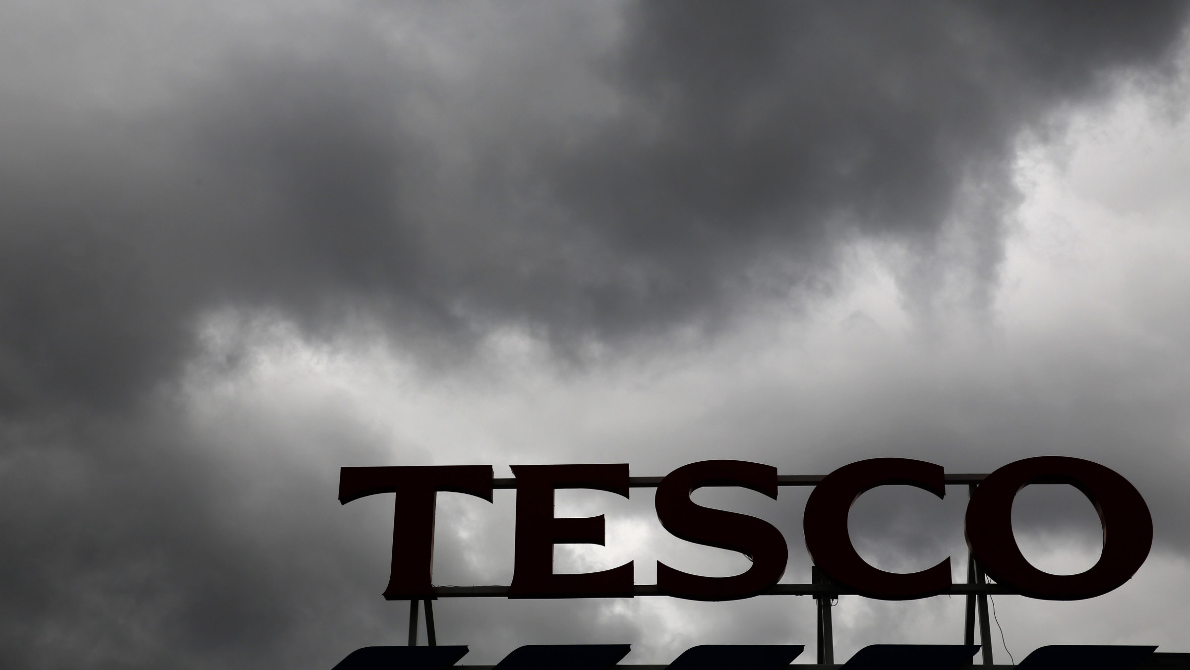 tesco grocery store sign