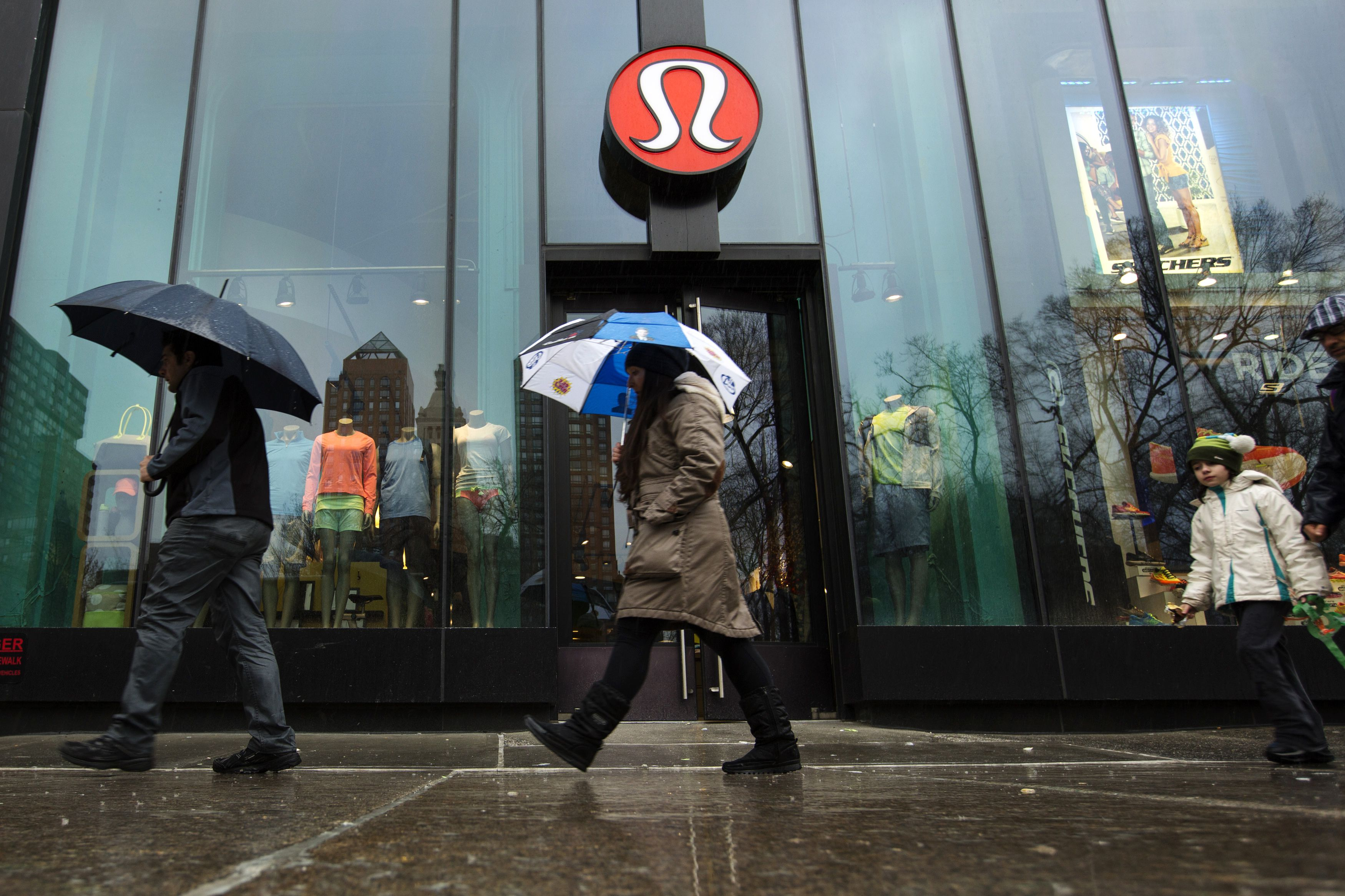 Pedestrians walk past a Lululemon Athletica store in New York, March 19, 2013. The Taiwanese supplier behind the see-through yoga pants recalled by Lululemon Athletica Inc said on Tuesday it followed design specifications and the Canadian retailer had merely misjudged customer tastes. REUTERS/Lucas Jackson (UNITED STATES - Tags: BUSINESS FASHION TEXTILE LOGO) - RTR3F771