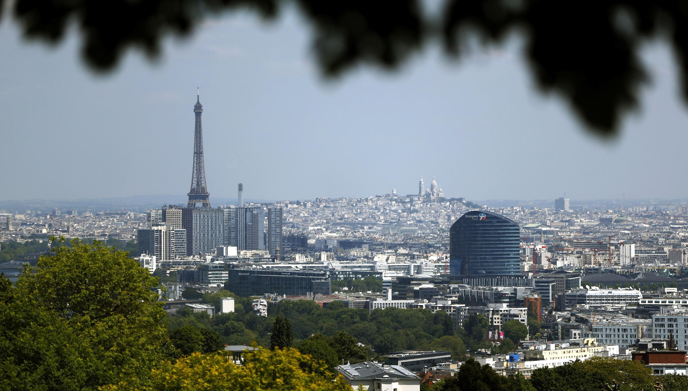 The Paris skyline, with the Eiffel tower, is seen from the Parc de l'observatoire in Meudon, near Paris, as warm and sunny weather continues in France, May 16, 2014.  REUTERS/Charles Platiau (FRANCE - Tags: ENVIRONMENT BUSINESS CITYSPACE) - RTR3PI9P