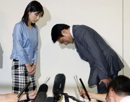 "Tokyo city assembly lawmaker Akihiro Suzuki (R) bows to apologise to lawmaker Ayaka Shiomura at Tokyo Metropolitan City Hall in Tokyo, in this photo taken by Kyodo June 23, 2014. The lawmaker from Japan's ruling party apologised on Monday for telling Shiomura to ""hurry up and get married"", an incident that embarrassed the government as it makes a major push to increase women in the workforce. City assembly member Shiomura, 35, was talking about measures to support child raising and boost fertility during a session last week when male lawmakers interrupted her with cries of ""Hurry up and get married"" and ""Can't you give birth?"" Mandatory credit REUTERS/Kyodo"