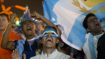 A fan of Argentina celebrates wearing a mask