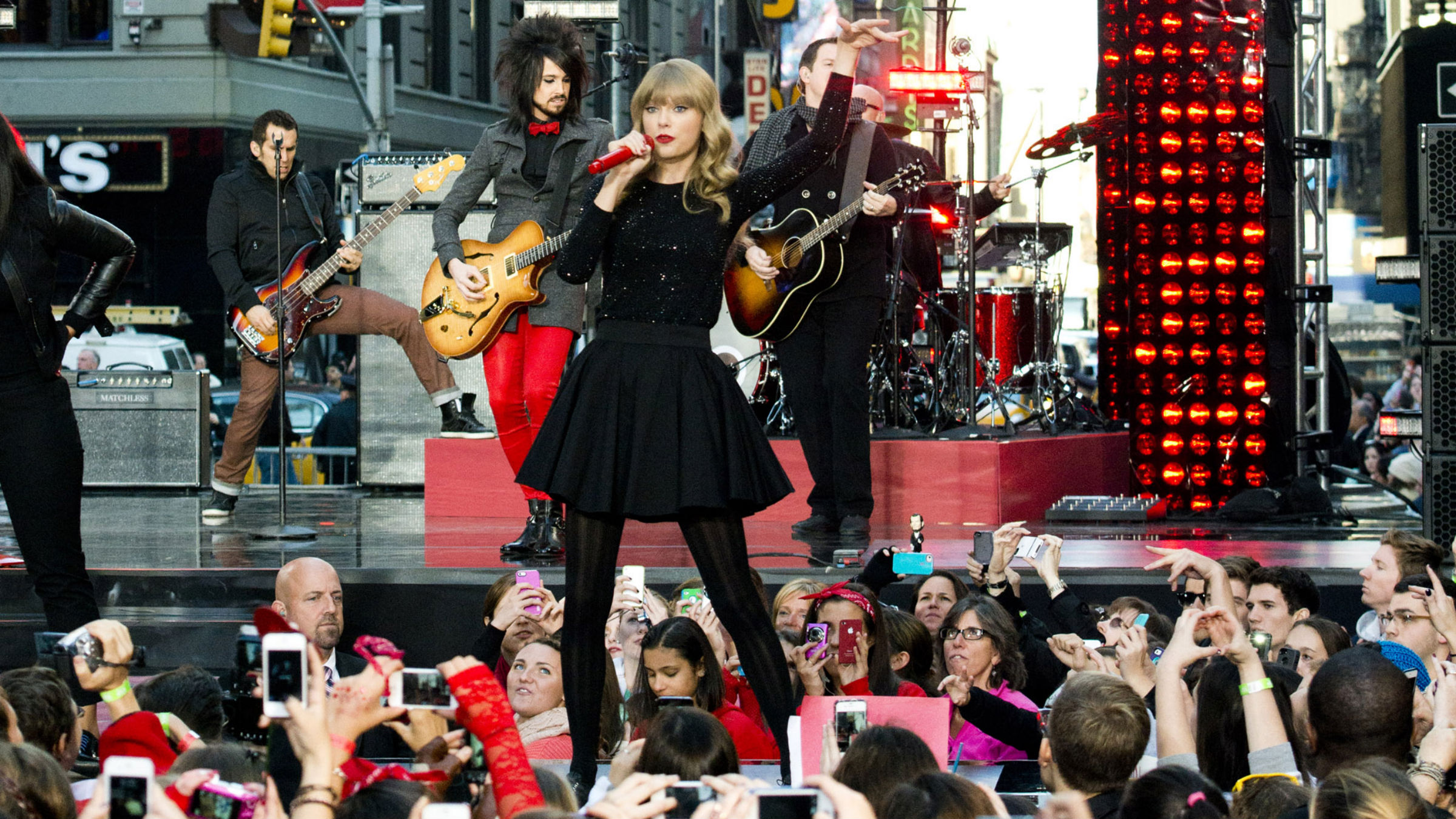 """Taylor Swift performs on ABC's """"Good Morning America"""" on Tuesday, Oct. 23, 2012 in New York. (Photo by Charles Sykes/Invision/AP)"""