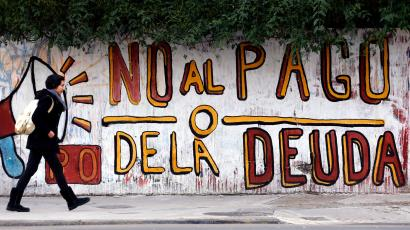"""A woman walks past a graffiti that reads """"No to the debt payment"""" in Buenos Aires, July 28, 2014. Time is running out for Argentina to pay """"holdout"""" investors suing Latin America's No. 3 economy for full payment on their bonds, or reach a deal that buys more time to avert a default."""