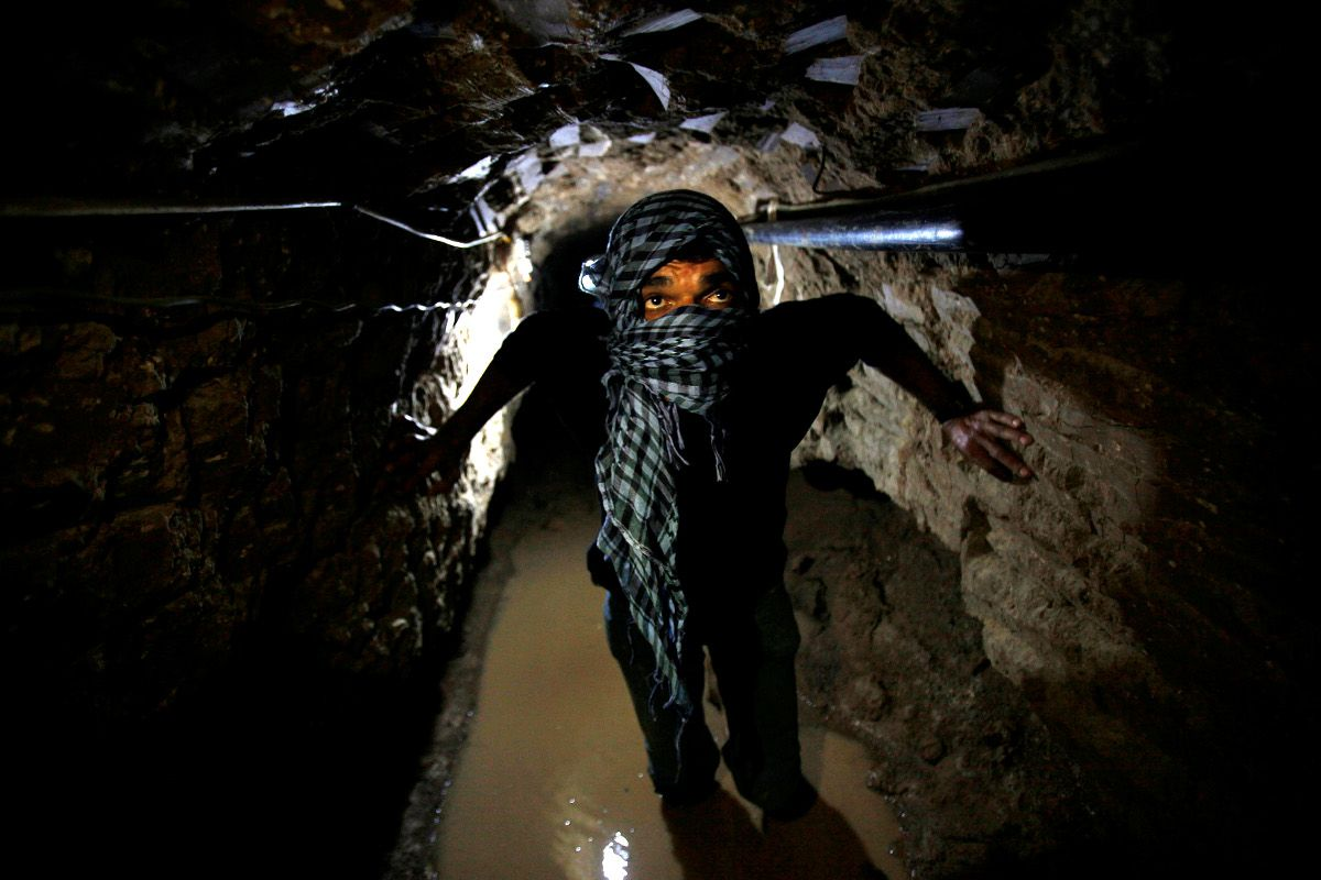 A Palestinian works inside a smuggling tunnel flooded by Egyptian forces, beneath the Egyptian-Gaza border in Rafah, in the southern Gaza Strip February 19, 2013.