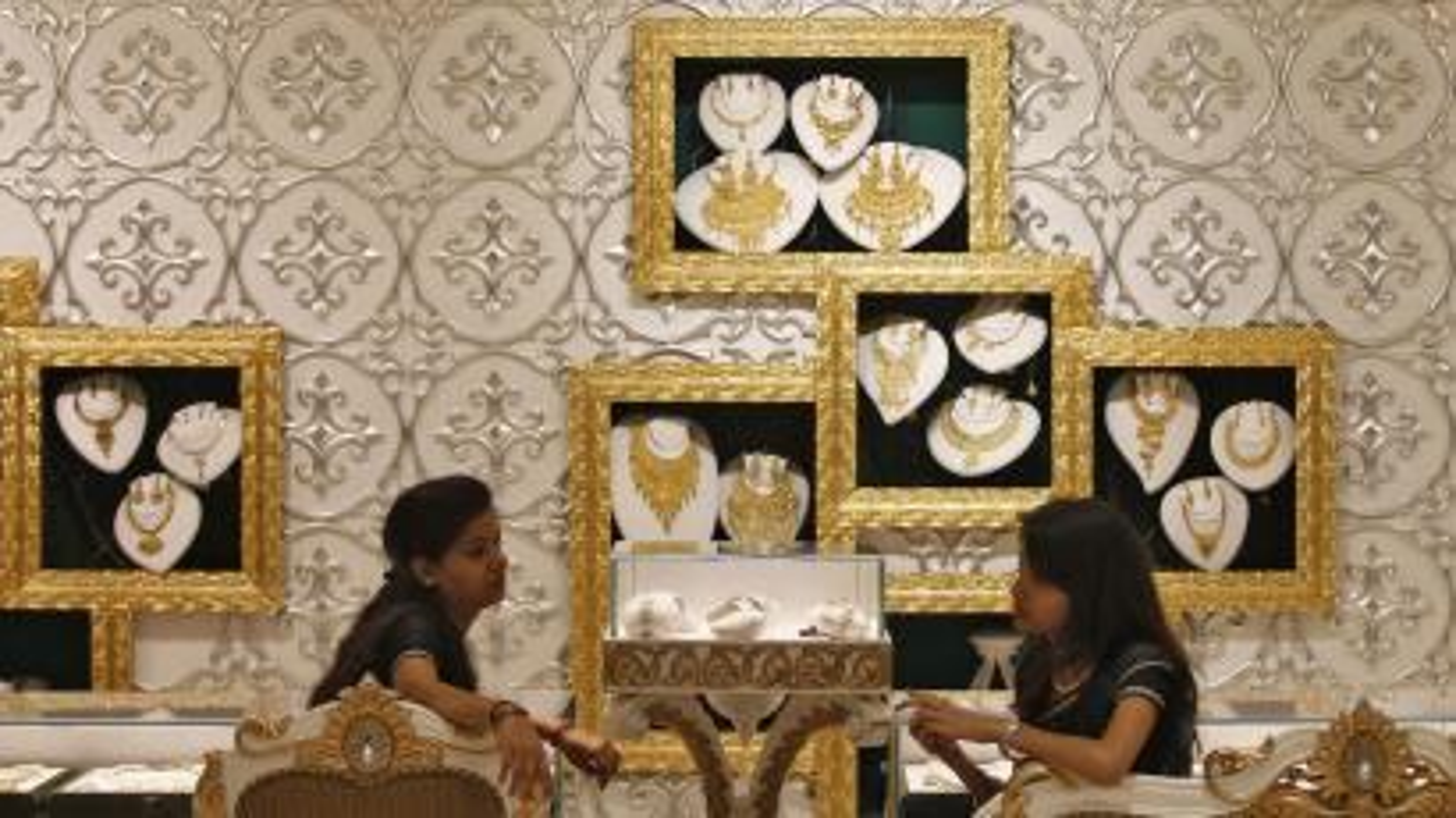 india-gold-shopping
