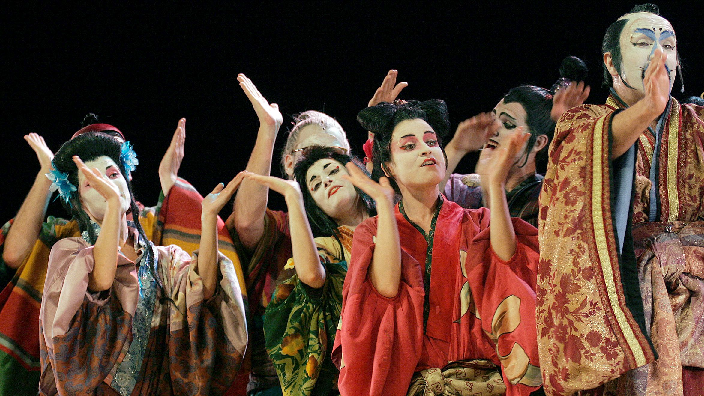 Actors from the Dagoll Dagom company perform during a performance of 'El Mikado' opera by Gilbert & Sullivan at El Ejido's Theatre International Festival in El Ejido, southeast Spain May 20, 2006 late. The festival will run until June 10, 2006. Photograph taken on May 20, 2006. REUTERS/Francisco Bonilla racist mikado yellowface japan japanese asian americans