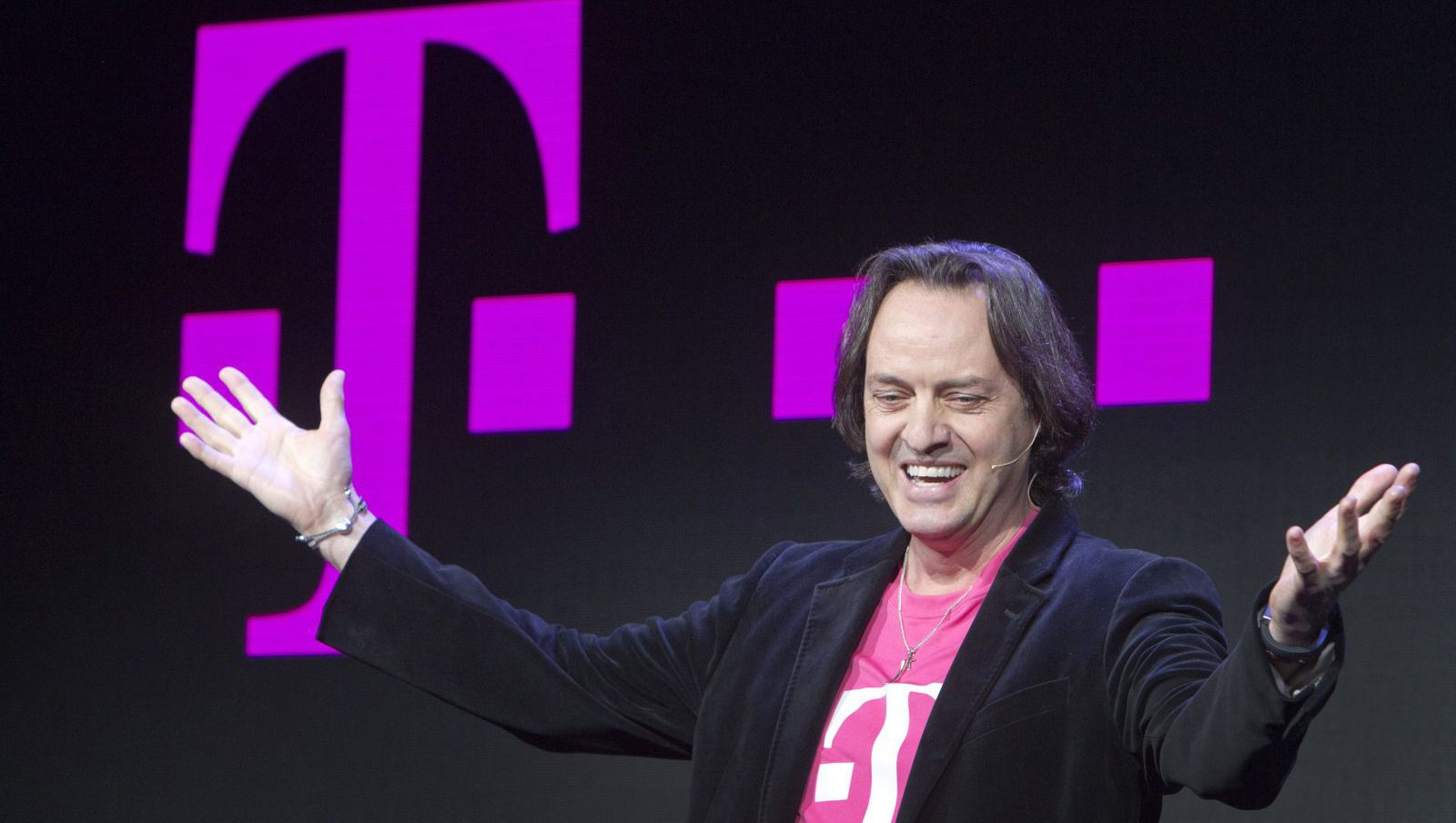 T-Mobile CEO John Legere speaks during a news conference at the 2014 International Consumer Electronics Show (CES) in Las Vegas, Nevada, January 8, 2014. T-Mobile announced they will pay Early Termination Fees (ETF) for families who transfer service from AT&T, Verizon, and Sprint. REUTERS/Steve Marcus (UNITED STATES - Tags: BUSINESS SCIENCE TECHNOLOGY) - RTX176R7