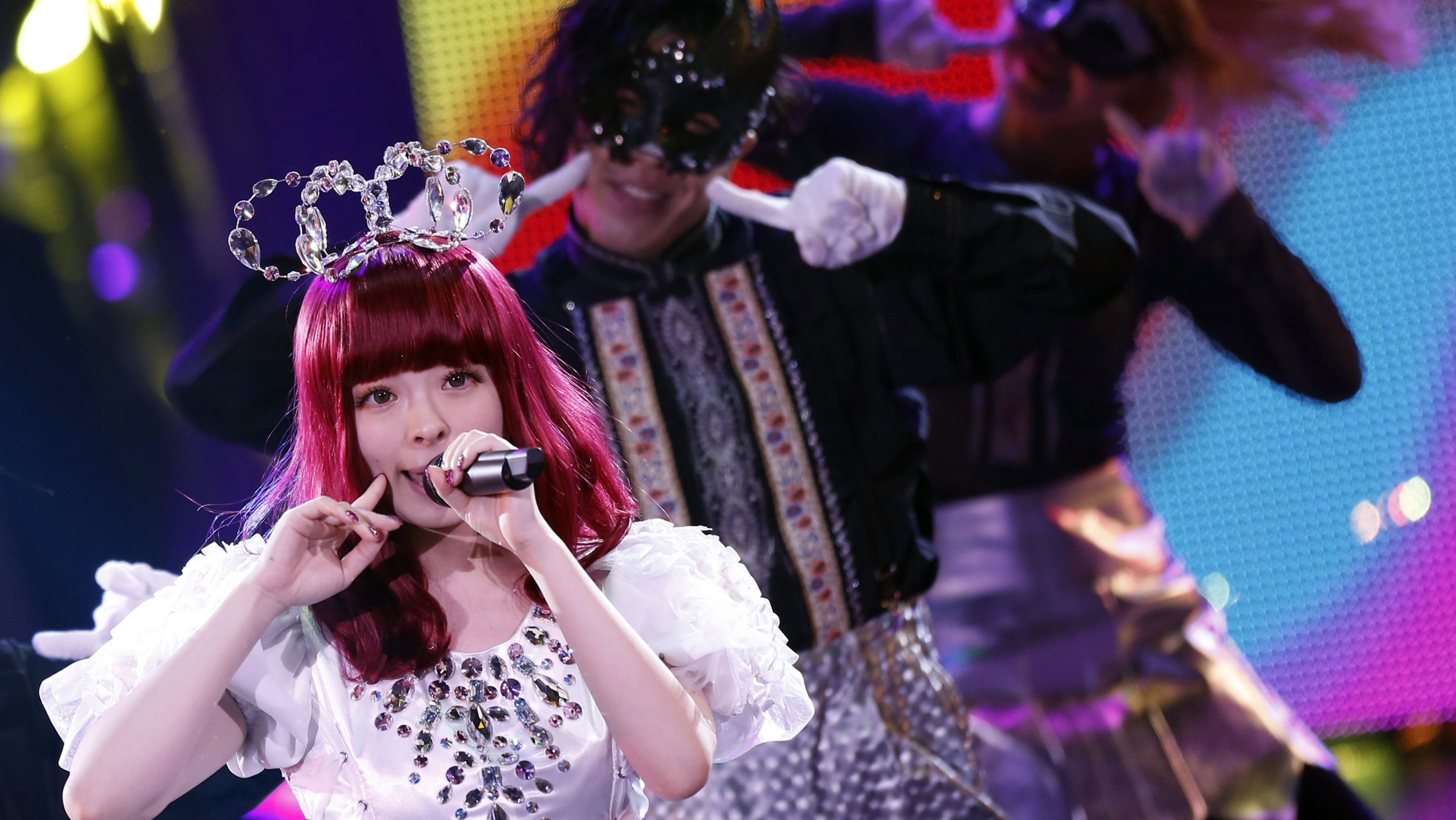 Japanese pop singer Kyary Pamyu Pamyu (L) performs at the MTV Video Music Awards Japan