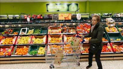 A customer shops at a Tesco shop in Bishop's Stortford, southern England November 26, 2012. Eight months ago Tesco Plc chief executive Phil Clarke set out a 1 billion pound ($1.6 billion) recovery plan to arrest the group's worrying loss of market share. How well it's working may start to emerge next week. Picture taken November 26, 2012. REUTERS/Suzanne Plunkett (BRITAIN - Tags: BUSINESS FOOD) - RTR3B22H