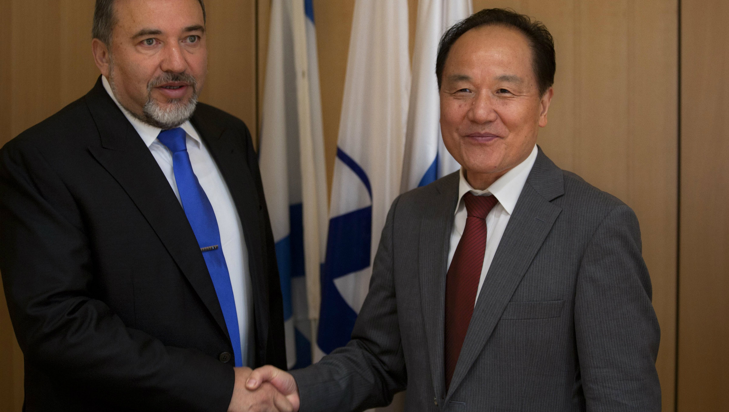 Wu Sike, right, shakes hands with Israeli Foreign Minister Avigdor Lieberman