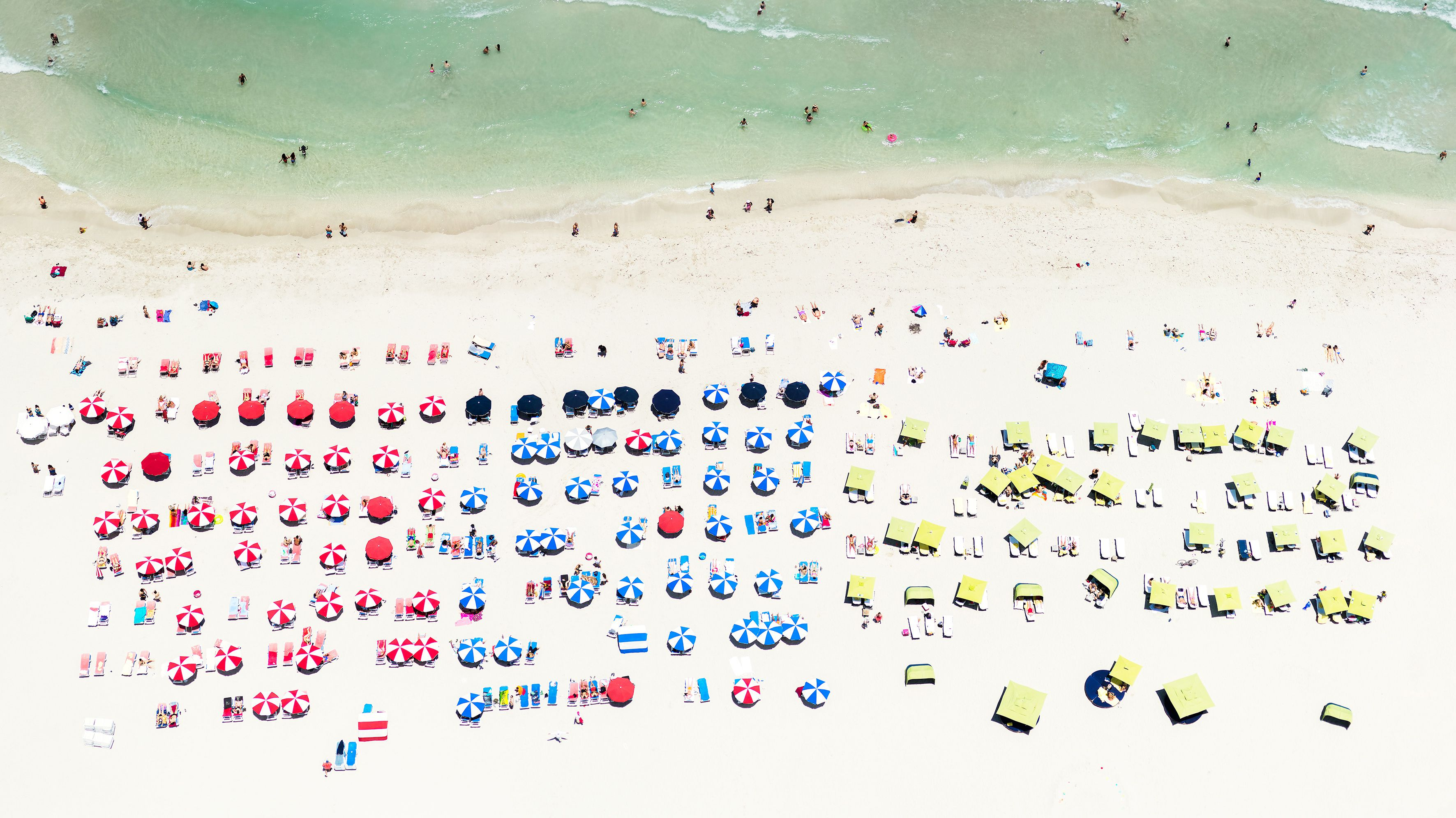An aerial photograph of a beach in Miami