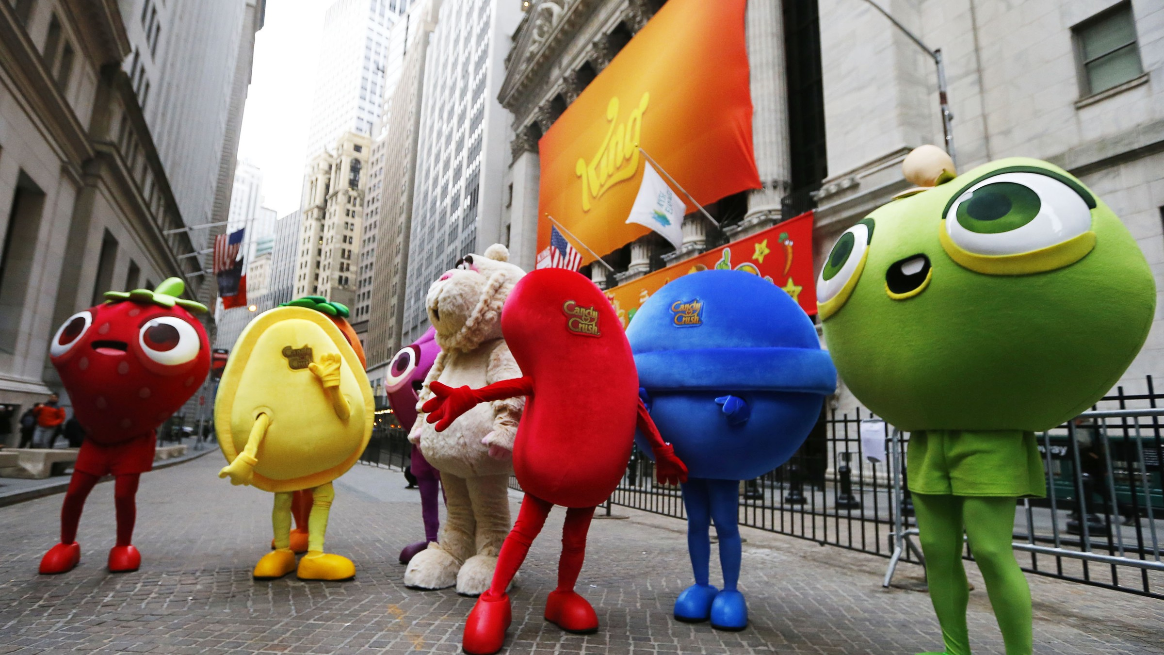 """Mascots dressed as characters from the mobile video game """"Candy Crush Saga"""" pose outside the New York Stock Exchange ahead of the IPO of Mobile game maker King Digital Entertainment Plc March 26, 2014. REUTERS/Brendan McDermid (UNITED STATES - Tags: BUSINESS SCIENCE TECHNOLOGY ENTERTAINMENT)"""