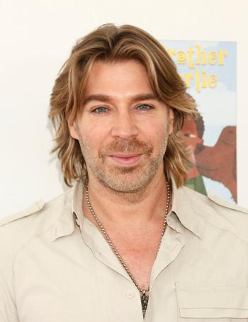 Chaz Dean wants to sell you Wen cleansing conditioner.