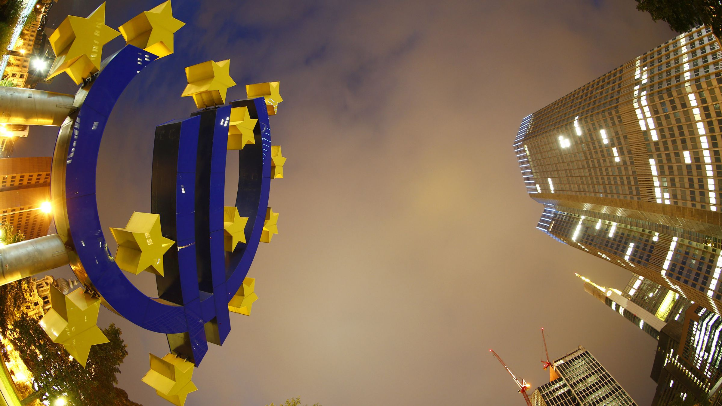 The euro sign landmark is seen at the headquarters (R) of the European Central Bank (ECB) in Frankfurt September 2, 2013. The ECB council will hold its monthly meeting on Thursday, September 5. REUTERS/Kai Pfaffenbach (GERMANY - Tags: BUSINESS TPX IMAGES OF THE DAY)