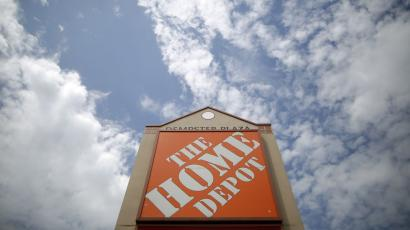 A Home Depot location is seen in Niles, Illinois, May 19, 2014. Earnings season will effectively draw to a close this week, with 23 companies scheduled to report, including retailer Home Depot. REUTERS/Jim Young (UNITED STATES - Tags: BUSINESS)