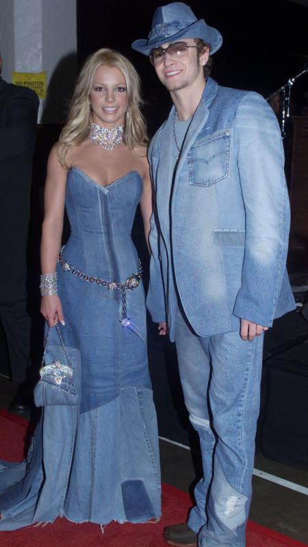 Singer Britney Spears and boyfriend Justin Timberlake of the group 'N Sync arrive at the 28th Annual American Music Awards January 8, 2001 at the Shrine Auditorium in Los Angeles. Spears is co-host of the awards show. FSP/RCS - RTRCPE4