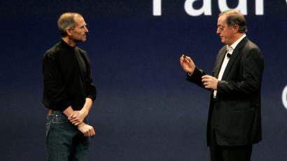 Apple CEO Steve Jobs, left, talks to CEO of Intel Paul Otellini during the keynote address at Apple MacWorld Conference in San Francisco