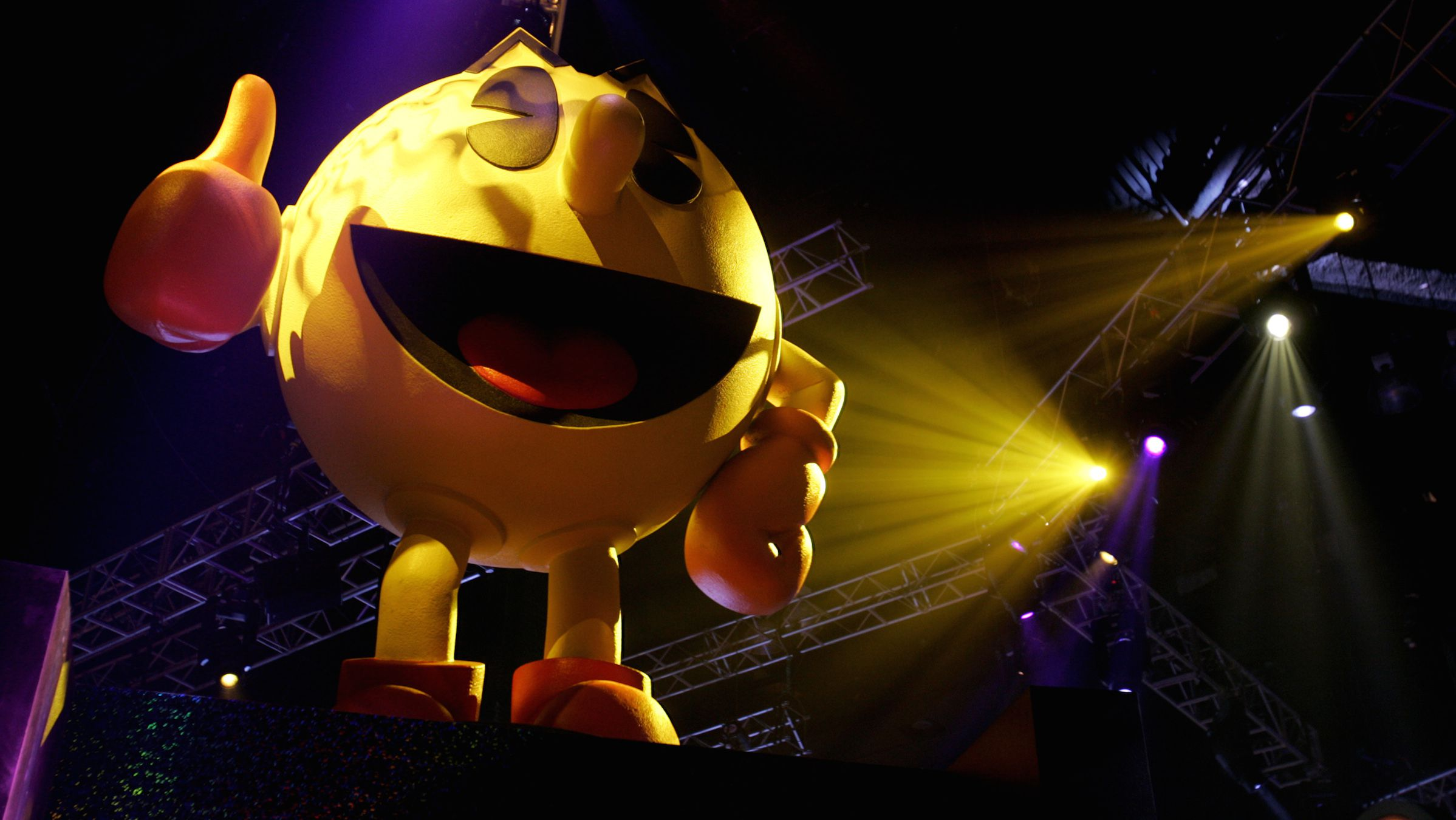 Pac-Man sits atop a display for video game maker Namco at the E3 Convention at the Los Angeles Convention Center, May 19, 2005. The giants in the $10 billion video gaming industry wrap up their annual meeting May 20, 2005. REUTERS/Sam Mircovich  SM/HK - RTRBSMK