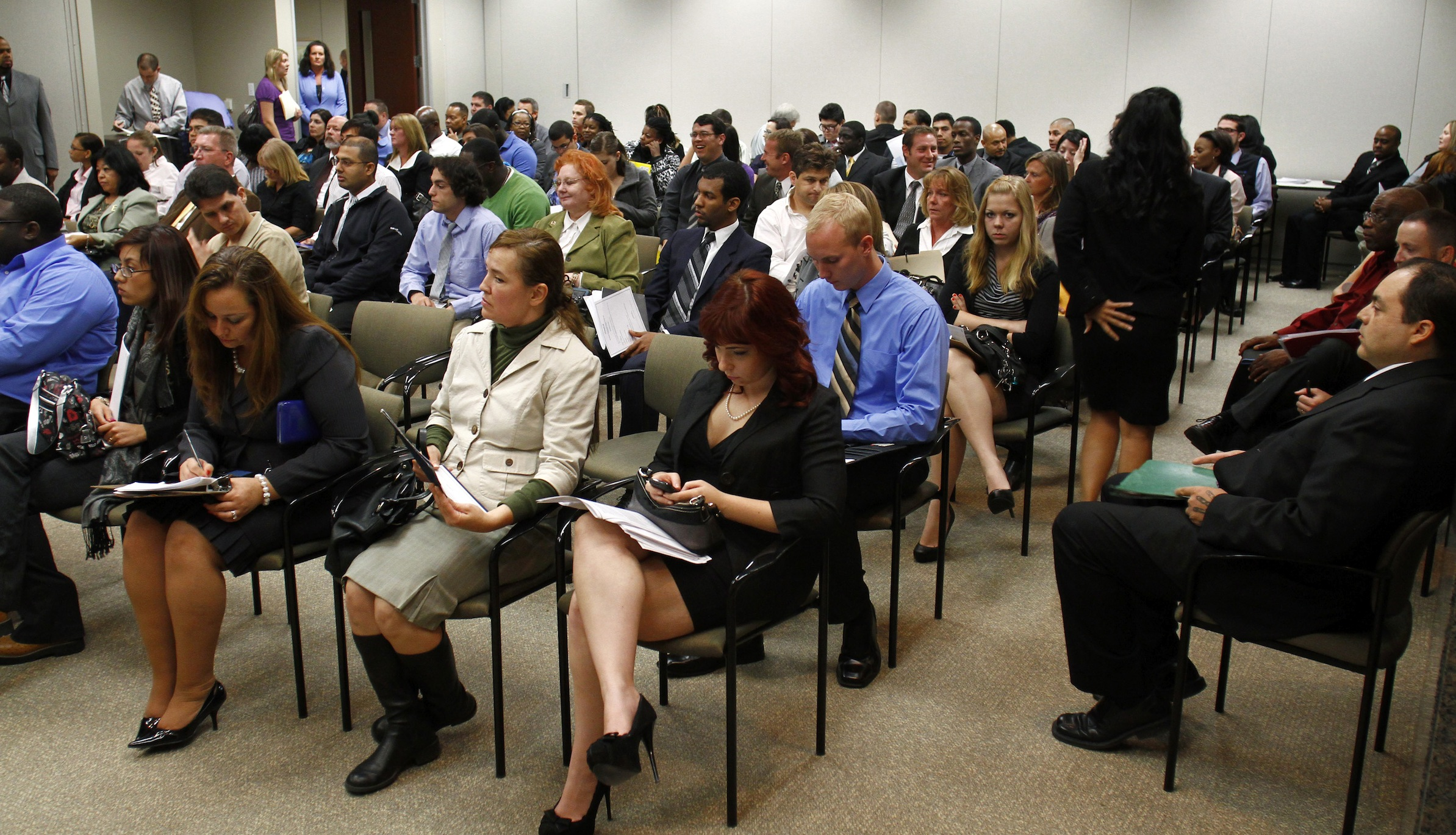 People attend the Chase Bank Veterans Day job fair in Phoenix, Arizona November 11, 2011. Chase Bank plans on hiring over 300 new hires, including veterans, for their open positions, according to local media. REUTERS/Joshua Lott (UNITED STATES - Tags: BUSINESS EMPLOYMENT SOCIETY) - RTR2TWH0