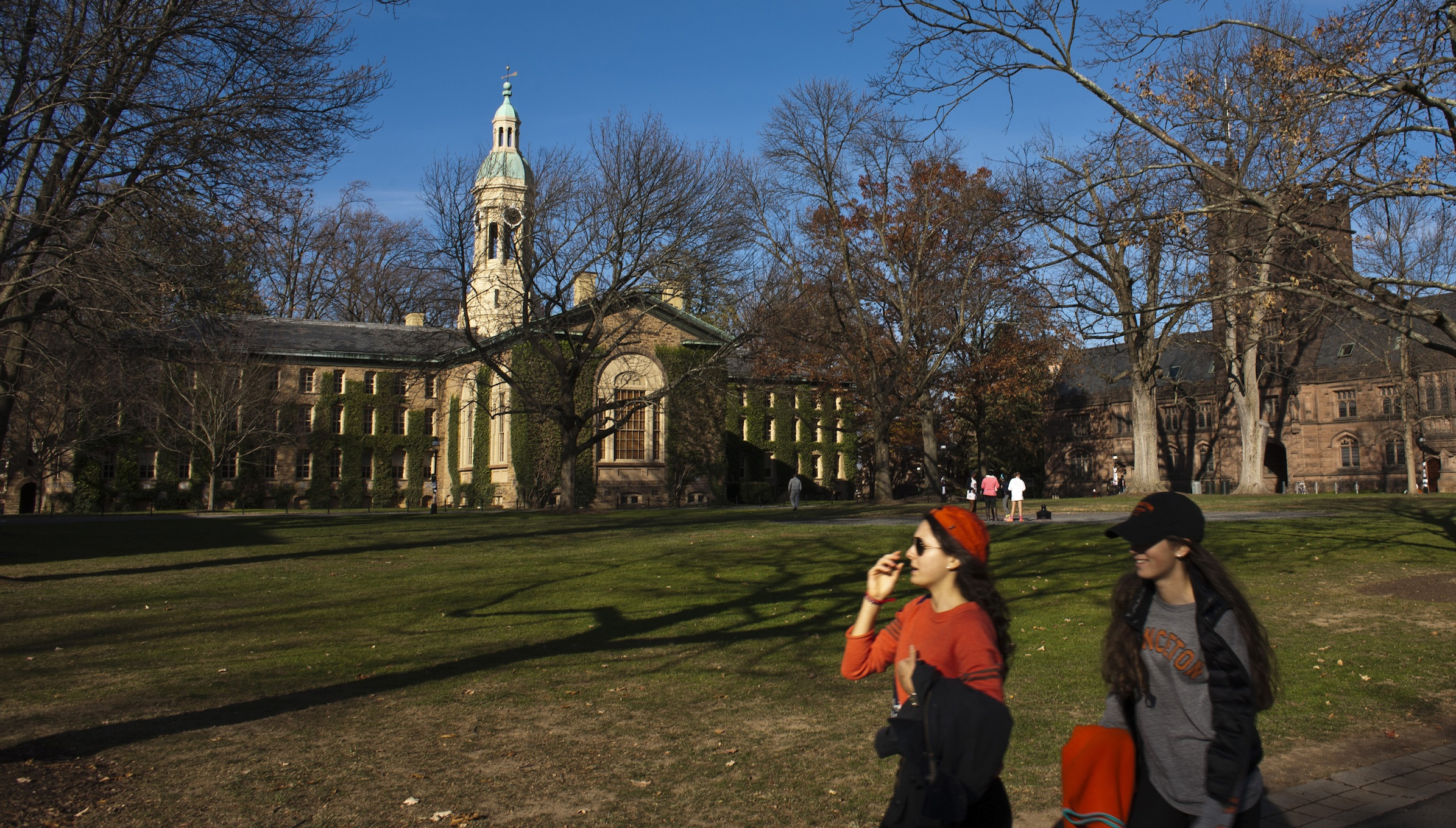 Students walk around the Princeton University campus in New Jersey, November 16, 2013. A meningitis vaccine approved for use in Europe and Australia but not in the United States can be imported to try to stop an outbreak of the disease at Princeton University in New Jersey, federal health officials said. The Food and Drug Administration agreed this week to the importation of the vaccine, Bexsero, for potential use on the Ivy League campus, Barbara Reynolds, a spokeswoman for the Centers for Disease Control and Prevention, said on Saturday. REUTERS/Eduardo Munoz (UNITED STATES - Tags: SOCIETY EDUCATION HEALTH) - RTX15GEI