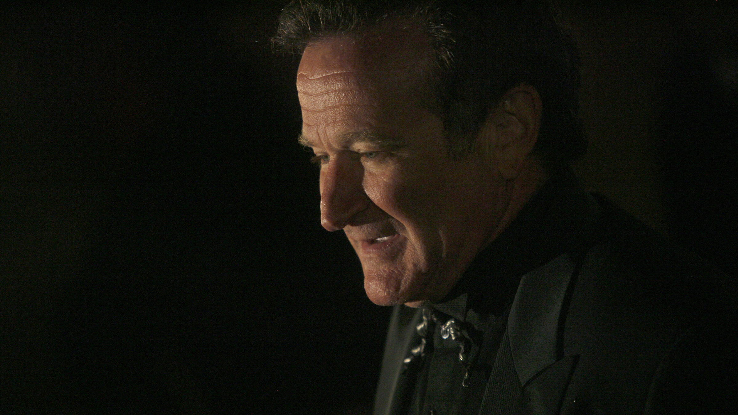 Actor Robin Williams arrives at singer-songwriter Elton John's 60th birthday party in New York March 24, 2007. REUTERS/Eric Thayer (UNITED STATES) - RTR1NVT6